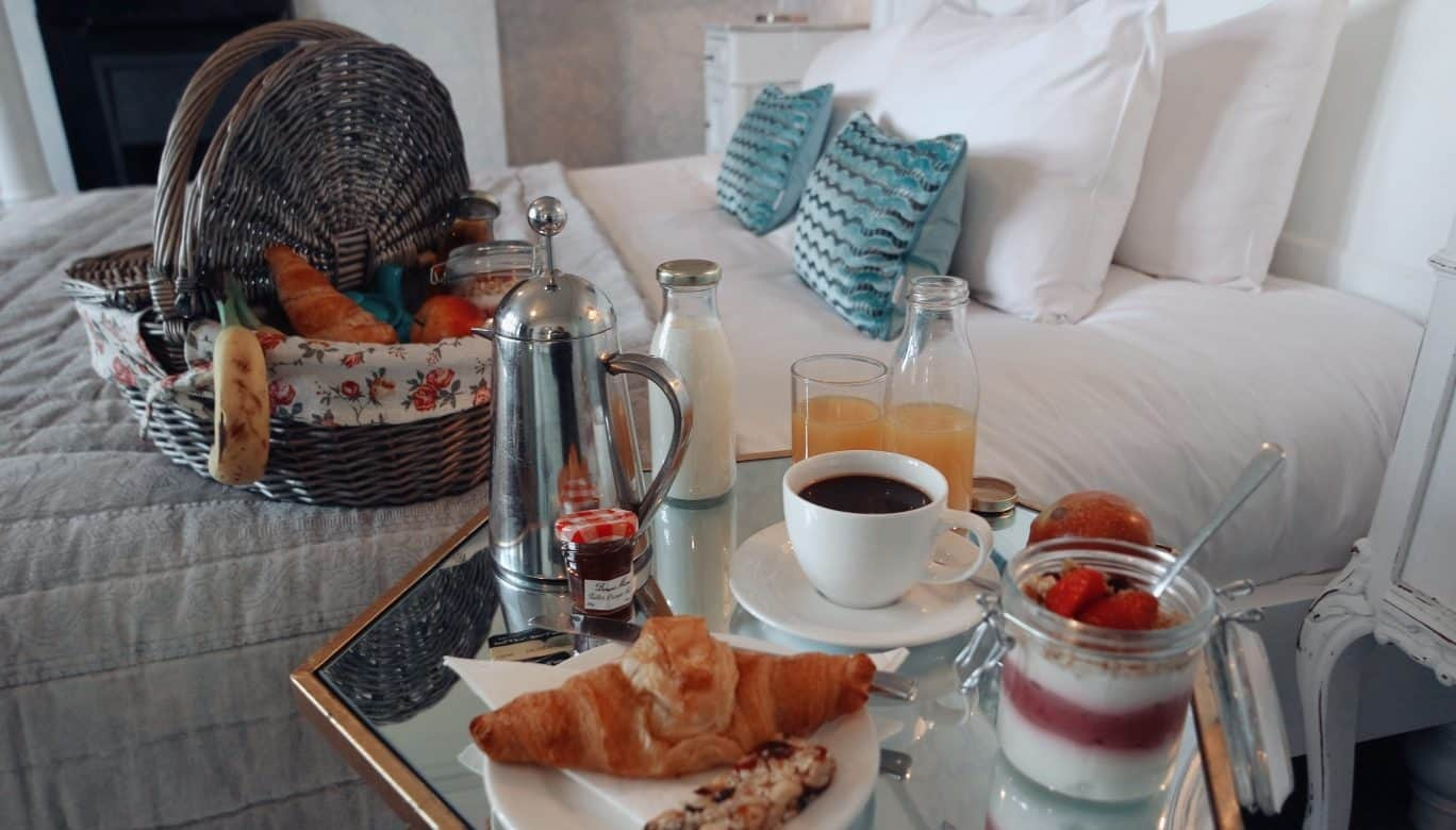 BOOK DIRECT TO GET DELICIOUS PICNIC BREAKFAST HAMPER DELIVERED TO YOUR ROOM TO ENABLE SOCIAL DISTANCING